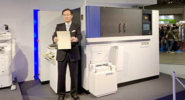 President Usui showing recycled colored paper